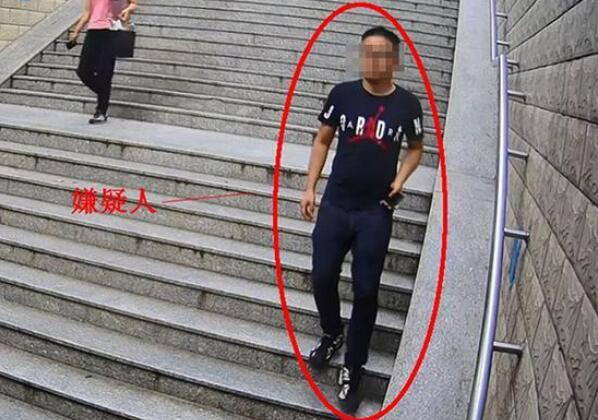 济南一男子在校园内猥亵女生 被监控拍下全过程