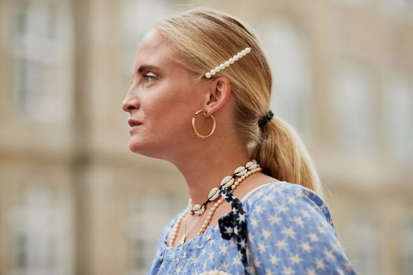 一克拉以下的碎钻不值钱 哪都能戴的珍珠可太时髦了