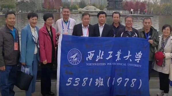 """史上""""最牛""""班级合影曝光:他们撑起了中国天空"""